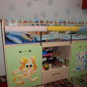 Детская комната Малыш Edican состоит из кровати со ступеньками-пеналом