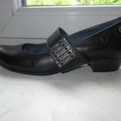 Продам кожаные туфли Caprice 38 р.