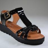 стильные женские кожаные босоножки криперы цвета Модель:05-12, черный лак/черный питон лак