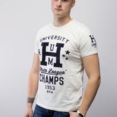 Мужская белая футболка с велюровой надписью