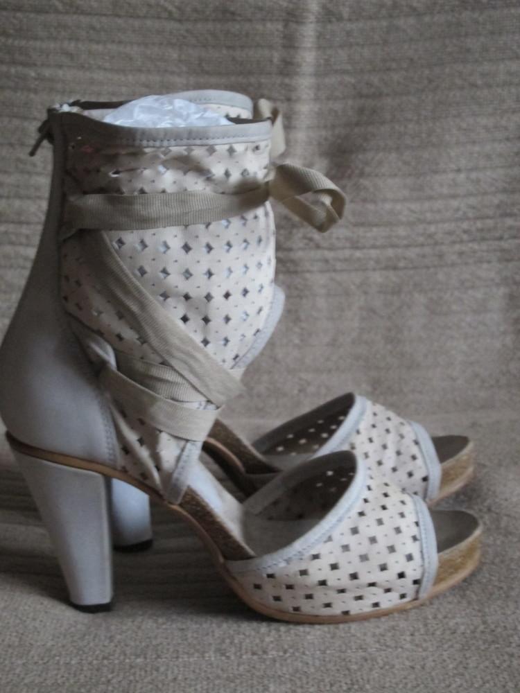 Шикарные кожаные босоножки из комбинированной натуральной кожи dkode.  португалия. 39 р. фото № a3084c75574