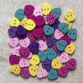 Маленькие деревянные сердечки оригинальной расцветки. Цена за 1 штуку