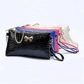 3-51 Лаковая  сумочка-клатч с бантиком