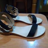 Продам сандали женские