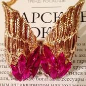 Яркое  красивое кольцо с розовыми камнями в виде крыльев