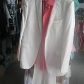 Мужской костюм в наборе с рубашкой и галстуком
