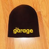 Новая фирменная шапка для мужчины