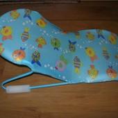 шезлонг Geoby для купания новорожденных