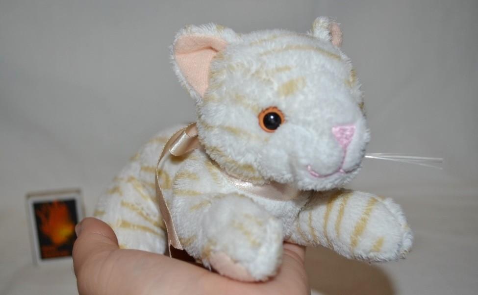 Удивительно нежный и красивый мягкий плюшевый кот кошечка фото №1