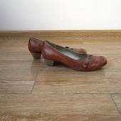 Janet D. р.39 шкіряні туфлі на каблуках
