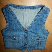 Mothercare стильная джинсовая жилетка на девочку 5-6 лет