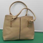 Красивая сумка бежевого цвета