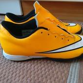 Кроссовки для футбола 39 р фирмы Nike
