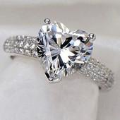 Кольцо,покрытое серебром с цирконом в форме сердца р 16,17,18,19