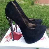 Шикарные туфли под лабутены с шипами