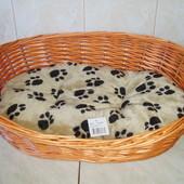 лежак плетеный с ковриком (бежевый с отпечатком лапки), 50см