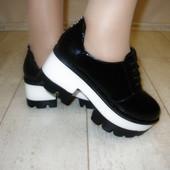 Туфли на тракторной подошве толстый каблук лак Н6132