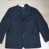 школьный пиджак на -152р -158р новый,фасон на плотного мальчика