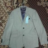 Пиджак фирмы F&F для мальчика 9-10 лет