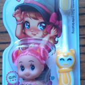 Зубна щітка з лялечкою