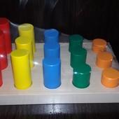 Пирамидка цветные цилиндры Монтессори, Komarovtoys. В наличии.