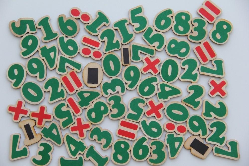 "Игровой набор ""цифры и знаки"" на магнитах, komarovtoys j 706 фото №1"