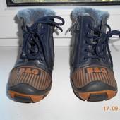 Зимние кожаные ботиночки фирмы B&G, размер 24, длина стельки 15 см, в идеальном состоянии
