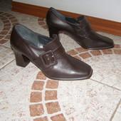 Чудові туфлі шкіра 36 розмір Італія