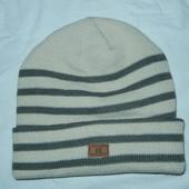Зимняя шапка,р-р универсальный,очень теплая и качественная