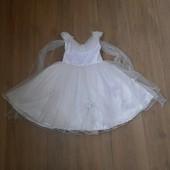 Нарядное платье на девочку 2-4 года