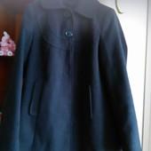 класне фірмове пальто,розмір 46