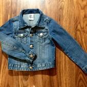 Стильная джинсовая куртка H&M на 4-5 л.