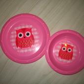 Две тарелочки для еды.( пластмасса) .
