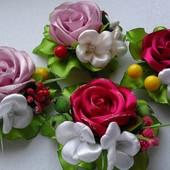 Заколка троянда різних кольорів