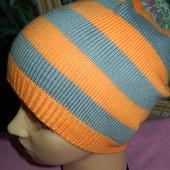 Демисезонная удлиненная шапка,р-р универсальный 52-56,сток
