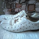 шкіряні фірмові кросівки-стєлька 24.5см