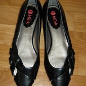 Новые симпатичные лаковые балетки Blink (Голландия), размер 38-39 (25,5 см)