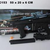 Игрушечный автомат M2015 стреляет пластиковыми пульками, укомплектован лазерным прицелом.