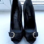 Шикарные туфли New Look р.5 (24 см стелька)