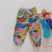 Літні, легенькі, яскраві, штанішки-капрі  в квіти від Next