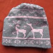 Польская теплая  шапочка с оленями.Размер универсальный.