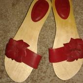 Снизила цену!Новые кожаные  шлепанцы на деревянной подошве от Zara,p.39