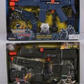 Полицейский набор  2 вида - автомат, пистолет, бинокль, значок, 33860/33870 в коробке