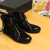 Шикарные женские ботинки Attizzare р.38(Португалия)