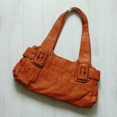 Новая шикарная сумка. Три отделения на молнии+ сзади карман на молнии