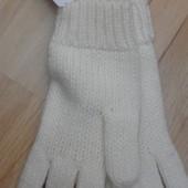 перчатки GAP.