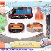 Детская железная дорога Томас, паровоз, два вагона, кран, дерево