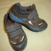 Фирменные Clarks кроссовки на 28 размер в идеале