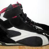 классные стильные кроссовки 27.5 см