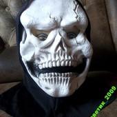 Эффектная ужасная латексная маска с капюшоном